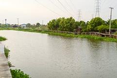 Fluss Khlong Preng in Chachoengsao Thailand stockfotografie