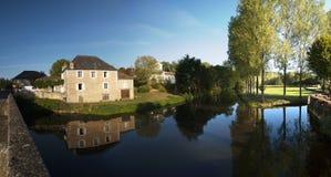 Fluss-La Loue Coulaures Frankreich Lizenzfreies Stockbild