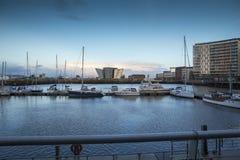 Fluss Lagan, Hafenviertel und titanisches Museum Belfast bei Sonnenuntergang Lizenzfreies Stockbild