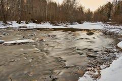 Fluss langsam strömen stockfoto