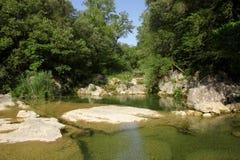 Fluss lauquet in Corbieres, Frankreich lizenzfreie stockfotografie