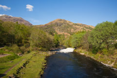 Fluss Leven Kinlochmore nahe Kinlochleven Schottland Großbritannien Stockbilder