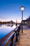 Fluss Liffey bis zum Night Stockfotografie