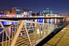 Fluss Liffey bis zum Night Lizenzfreie Stockbilder