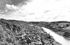 Fluss Maas in der belgischen Stadt von Dinant stockbild