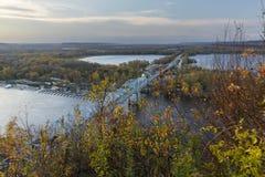 Fluss Mississipi-Brücke im Herbst Stockbild