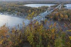 Fluss Mississipi-Brücke im Herbst Lizenzfreie Stockfotos