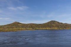 Fluss Mississipi im Herbst Lizenzfreie Stockfotos