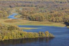 Fluss Mississipi u. Stauwasser im Herbst Lizenzfreie Stockfotos