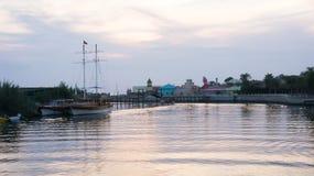 Fluss mit Booten im Sonnenuntergang, die Türkei Lizenzfreie Stockfotografie