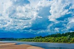Flussstrand Stockbild