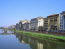 Fluss mit Haus Lizenzfreie Stockbilder