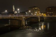 Fluss mit historischer Brücke Lizenzfreie Stockfotografie