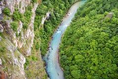 Fluss in Montenegro, Ansicht von der Spitze Stockbild