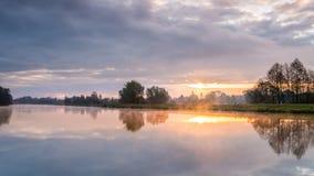 Fluss Morgen morgens Hunte Lizenzfreies Stockbild
