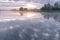 Fluss Morgen morgens Hunte Lizenzfreie Stockbilder