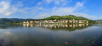 Fluss-Mosel-Sommerpanorama Stockbilder