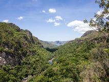 Fluss in Nationalpark Chapada DOS Veadeiros lizenzfreie stockfotografie
