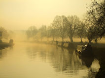 Fluss-Nocken im Wintermorgen, Cambridge stockfotos