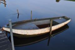 Fluss Oude IJssel mit Ruderboot Lizenzfreies Stockfoto