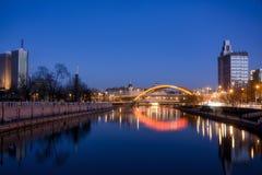 Fluss reflektiert im Fluss Stockfotos