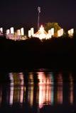 Fluss-Reflexionen und Karussell Stockfotografie