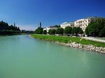 Fluss in Salzburg lizenzfreies stockbild