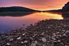 Fluss-Sonnenaufgang Lizenzfreie Stockfotos