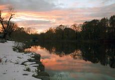 Fluss-Sonnenuntergang bei Van Cortlandt Park im Bronx stockbilder