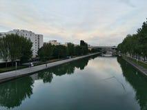 Fluss-Stadt Lizenzfreie Stockfotos