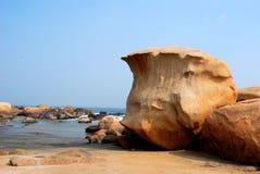 Fluss-Steine auf dem Strand Lizenzfreie Stockbilder