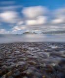 Fluss am Strand Lizenzfreie Stockfotografie