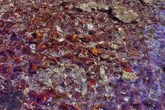 Fluss-Strom Sun glänzt Trinkwasser-Unterseiten-Hintergrund lizenzfreies stockfoto