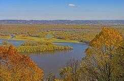 Fluss-Sumpfgebiete im Fall stockfotos