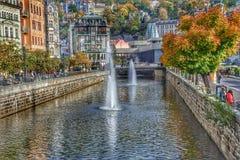 Fluss TeplÃ-¡ in der Badekurortstadt Tschechischer Republik Karlovy Varys stockfotos