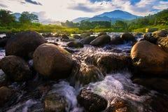 Fluss in Thailand lizenzfreie stockfotografie