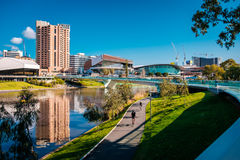 Fluss-Torrens-Fußbrücke in Adelaide Stockfotos