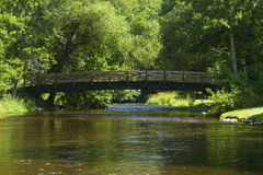 Fluss u. Brücke szenisch Lizenzfreies Stockfoto