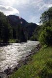 Fluss und Berg Stockfoto
