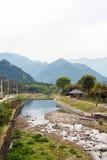 Fluss und Berg Lizenzfreies Stockfoto