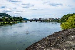 Fluss und Boot Lizenzfreies Stockbild