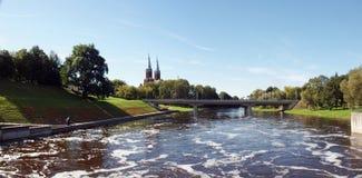Fluss und Brücke Lizenzfreies Stockfoto