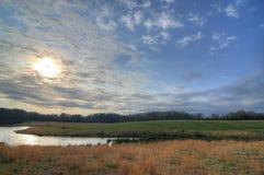 Fluss und Feld Lizenzfreie Stockfotos