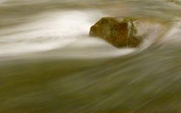 Fluss und Felsen Lizenzfreies Stockbild