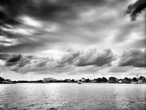 Fluss und Himmel Stockfotos
