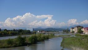 Fluss und Himmel mit Wolken adler Lizenzfreies Stockfoto