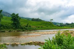 Fluss- und Reisterrassenlandschaft Stockbilder