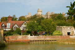 Fluss und Schloss Lizenzfreie Stockfotografie