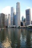 Fluss und Stadt Lizenzfreie Stockbilder