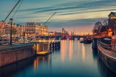 Fluss und Umgebungen Amstel in Amsterdam die Niederlande Lizenzfreies Stockfoto